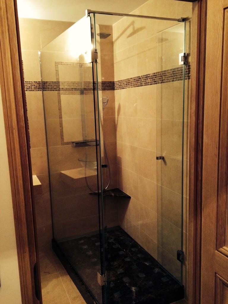 pare douche et pare bains miroiterie st luc. Black Bedroom Furniture Sets. Home Design Ideas